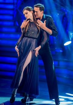 Sophie & Brendan danced the Rumba to Amy Winehouse's 'Will You Still Love Me Tomorrow' Scored = 31 Ballroom Dancing, Pole Dancing, Brendan Cole, Sophie Ellis Bextor, Ver Video, Strictly Come Dancing, Ballrooms, Television Program, Dance Photos