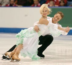 Canadian ice dancers, Shae-Lynn Bourne and Victor Kraatz, were the first North Americans to win a World Championship in ice dancing. Sports Clips, Ice Skaters, Ice Dance, Figure Skating Dresses, Ice Princess, Beautiful Costumes, Winter Sports, Champion, Dancer