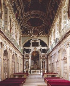 Chapelle de la Sainte Trinité, Fontainebleau - Martin Fréminet (LOUIS XIII : cartouche est accosté de deux figures ailées -> même motif fréquent à Rome aux façades d'édifices baroques)