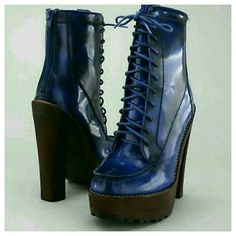 Betsey Johnson CAYLIN Ankle Boots Leather Blue NWB BNIB sz 5 BOX IS A BIT BUNGED UP./CRUSHED BUT BOOTS AWESOME .might have been a display item, show slight signs of handling/trying on in retail environment EXCELLENT UNWORN CONDITION.zipper sticks but will loosen in time  (mine did ) SLIGHT TINY scratches on the platform area on front INSIDE area of right boot r.that MAY or MAY not BE part of the wood grain LOOK & small blemish maybe on front... also there is a tiny l pinkish reddish mark on…