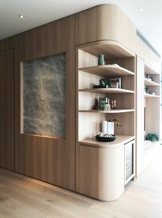 The dos and don'ts of custom joinery. Love this full wall bookshelf turned mini bar and entry feature wall. Statement custom joinery elevates this home. Kitchen Interior, Room Interior, Kitchen Design, Interior Design, Curved Walls, Timber Walls, Living Tv, Joinery Details, Hotel Room Design