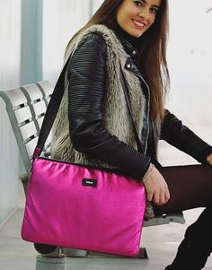 funda-ordenador-metalic-fucsia-7 Gym Bag, Shoulder Bag, Bags, Collection, Fashion, Notebook Covers, Hot Pink, Handbags, Moda