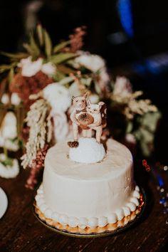 woodsy wedding cakes - photo by EPlove http://ruffledblog.com/carmel-forest-wedding
