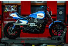Witness the limitless ways the 500 & 750 can redine performance. Harley Davidson Street 500, Harley Davidson Motorcycles, Custom Motorcycles, Bowie Heroes, Street Tracker, Custom Harleys, Triumph Bonneville, Dirtbikes, Old Things