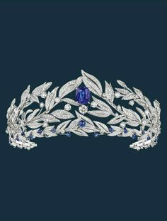 Firmament apollinien transformable tiara in white gold, set with a cushion-cut sapphire from Ceylon weighing 14.55 carats, a brilliant-cut EVVS2 diamond weighing 1.45 carats, six D/E-VVS brilliant-cut diamonds weighing a total of 3.02 carats, cabochon-cut and beads of sapphires, and brilliant-cut diamonds. The lower part of this tiara can also be worn alone.