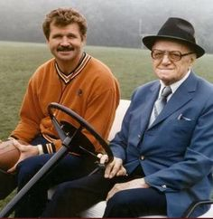 Ditka and George Halas.George Halas was a good friend of my father's Nfl Chicago Bears, Bears Football, Football Players, Football Coaches, Bears Packers, Football Conference, School Football, Professional Football, Sports Stars