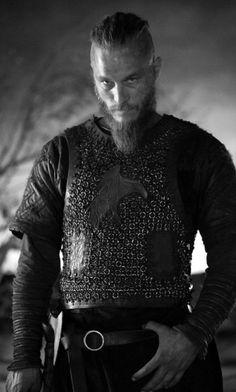 Travis Fimmel as Ragnar Lothbrok in Vikings. Love that look, so sexy! Ragnar Lothbrok Vikings, Lagertha, Ragnar Lothbrook, King Ragnar, Vikings Tv Show, Vikings Tv Series, Vikings Travis Fimmel, Bracelet Viking, People
