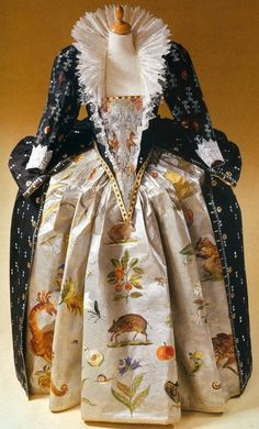Costume based on the portrait of Elizabeth I by Nicholas Hilliard, c. 1599. Made by Isabelle de Borchgrave and Rita Brown ('Papiers à La Mode')  (Source: carolinacorrea.com.br)