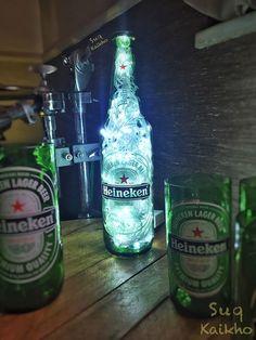 Luminária Heineken Liquor Bottle Lights, Liquor Bottles, Glass Bottles, Club Design, Pop Design, Beer Birthday Party, Jack Daniels Bottle, Bar Music, Container Cafe