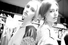 En backstage du défilé Alberta Ferretti automne-hiver 2014-2015 http://www.vogue.fr/mode/inspirations/diaporama/fw2014-les-coulisses-de-la-fashion-week-de-milan-automne-hiver-2014-2015-jour-1/17637/image/956959#!en-backstage-du-defile-alberta-ferretti-automne-hiver-2014-2015