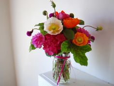 love the palette.  hoping i can find these flowers and make my own come springtime.