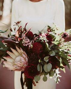 E essa inspiração maravilhosa e exótica para buquê? Oh my... 📷 Lauren Scotti  #casarei #wedding #casamento #buquê #bouquet