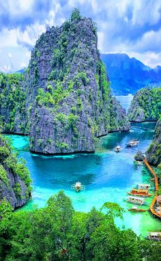 Kayangan Lagoon, Palawan, Philippines - I promise if you keep searching for everything beautiful in this world, you will eventually become it - Tyler Kent White Vacation Places, Places To Travel, Places To See, Travel Destinations, Holiday Destinations, Voyage Philippines, Philippines Travel, Philippines Palawan, What A Beautiful World
