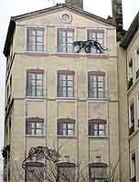 Mur peint avec fausses fenêtres et animaux rue de la Platière, Lyon 1er