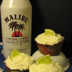 Malibu Pina Colada Cupcakes @keyingredient #cake #cheese