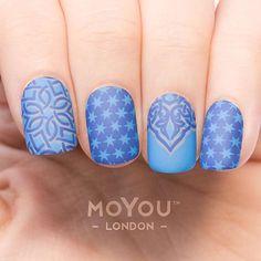 Blue arabesque pattern nails