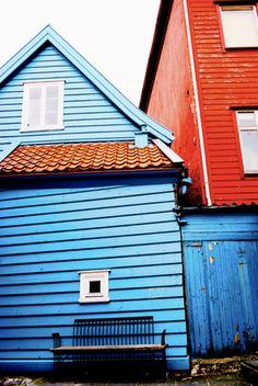 Blue little house. Garage Doors, Photographs, Outdoor Decor, Blue, Home Decor, Colorful Houses, Colors, Homemade Home Decor, Fotografie