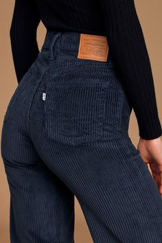 We can't get enough of the Levi's Ribcage Navy Blue Corduroy Wide-Leg Pants! High-rise corduroy pants with a five-pocket cut and wide pant legs. Outfit Jeans, Wide Pants Outfit, Jean Outfits, Casual Outfits, Grunge Outfits, Casual Shirts, Fashion Pants, Fashion Outfits, Swag Fashion