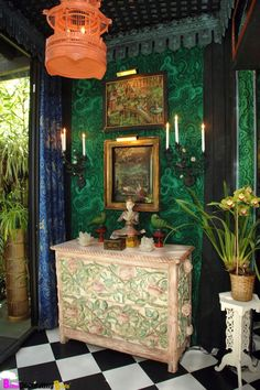 love the malachite patterned wallpaper and the other touches that give a subtly oriental feel