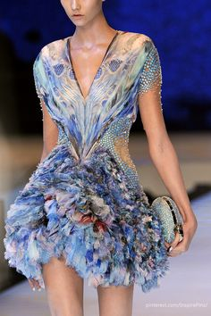 Alexander McQueen at Paris Fashion Week Spring 2010 - Fashion Show Style Haute Couture, Couture Fashion, Paris Fashion, Fashion Art, Love Fashion, Runway Fashion, High Fashion, Fashion Show, Womens Fashion