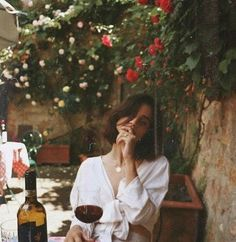 Inspiration — Field and Nest : Life is meant to be spent in courtyards with flowers an red wine.Interior Inspiration — Field and Nest : Life is meant to be spent in courtyards with flowers an red wine. Chef D Oeuvre, Foto Pose, Jolie Photo, Wine Drinks, Red Wine, Portrait Photography, Bike Photography, Fashion Photography, Photography Classes
