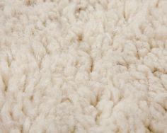 Dieser äußerst weiche und luxuriöse Beni Ourain Teppich wird bestimmt so einige Aufmerksamkeit auf sich ziehen.  Bestellung jetzt auf: http://www.sukhi.de/rechteckig-aicha-beni-ourain-teppiche.html