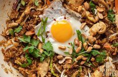 De lekkerste nasi goreng ooit! Wie houdt er nu niet van een flink bord met lekkere nasi? Wij in ieder geval wel! Daarom delen we vandaag het lekkerste nasi recept met je, lekker dat dit zul je het nooit eten! Lees gauw verder en ren meteen naar de supermarkt! De meeste mensen zijn wel bekend met