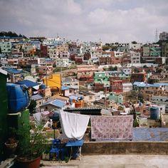 .@fasolalasido | #lomo #감천문화마을 #이불 #빨래 #laundry #blanket | Webstagram