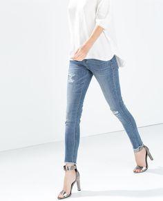 Image 2 de PANTALON DENIM MID RISE CAPRI de Zara