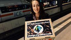Heute: Unterschriften-Übergabe an die Deutsche Bahn Hallo, Melanie aus Berlin fährt heute nach Frankfurt am Main, um ihre Petition für fairen Kaffee bei der Deutschen Bahn zu übergeben: change.org/DBfairtrade ☕ Sie wollen ihr helfen, bis dahin 50.000 Unterschriften zu erreichen? Dann teilen Sie gern dieses Video in Ihrem Netzwerk: https://www.facebook.com/Change.orgDeutschland/videos/1171293922902721/