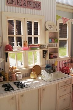 Miniature kitchen http://www5.ocn.ne.jp/~lovenana/gallery-teatimeofjune.html