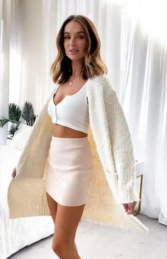 Cute Skirt Outfits, Cute Skirts, Classy Outfits, Stylish Outfits, Mini Skirts, Fashion Outfits, Black And White Crop Tops, Fashion Capsule, Curvy Women Fashion