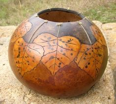 make bowl, paint, modge-podge leaves Decorative Gourds, Hand Painted Gourds, Leaf Projects, Art Projects, Gourds Birdhouse, Gourd Lamp, Wood Burning Patterns, Nature Crafts, Pyrography