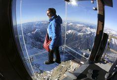 Nagyítás: Fotó: félelem és rettegés - üvegpadlós kilátó 3842 méteren - HVG.hu