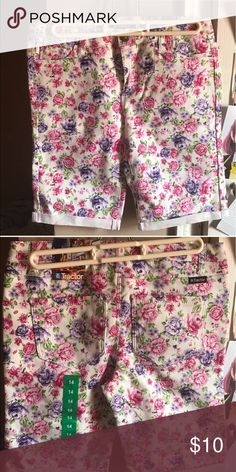 """Girls shorts """"Tractor"""" Floral shorts girls size 14 shorts, flowers 🌺 are purple and pink great for the summer #mommies ✨✨new✨✨ Never worn!! Tags still on!! #floral #girls #shorts Bottoms Shorts"""