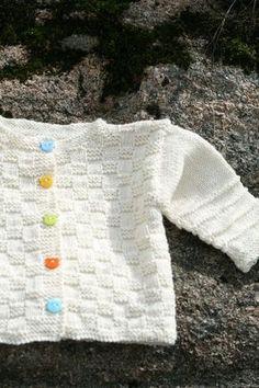 9814ba5cadb6 Free Pattern in English. Gratis mönster på svenska. Youtube video. A knitted  cardigan