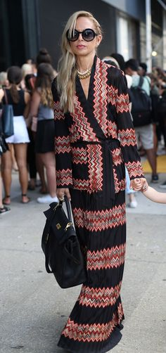 NYFW Street Style Day Rachel Zoe strutted around in her signature maxi style. Fashion Mode, New York Fashion, Fashion Outfits, Nyfw Street Style, Cool Street Fashion, Rachel Zoe, Maxis, Missoni, Moda Outfits