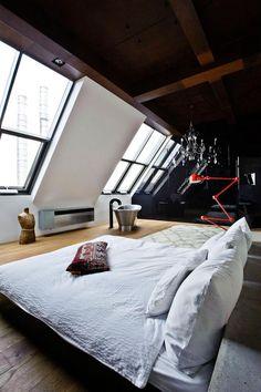 【開放感抜群の超贅沢空間】大空間のロフトのベッドルームと夜空を眺めるバスタブ