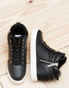 Descubre esta y muchas otras prendas en Bershka con nuevos productos cada semana - # Flat Lace Up Shoes, Fancy Shoes, Pretty Shoes, Crazy Shoes, Me Too Shoes, Fashion Boots, Sneakers Fashion, Shoes Sneakers, Kawaii Shoes