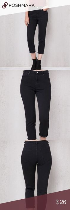 Pacsun Mom jeans Selling black moms jeans from pacsun. Bought 2 sizes and didn't really like them, so I'm posting them here before I return them in stores! They are NWT, so price is firm. PacSun Jeans Ankle & Cropped