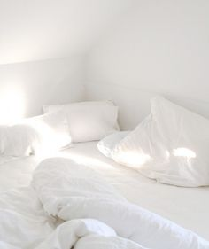 #white #bed #sheets #minimalsim
