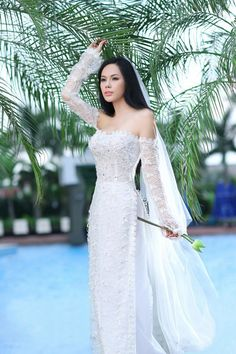 Modern Vietnamese bridal wedding ao-dai and lace sleeves.         ///////.     Vietnamese/English wedding invitation @ www.ThiepCuoiCali.com.        ///////////.