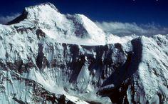 Pico Ismoil Somoni, de 7.495 m de altitud, la cumbre más elevada de la cordillera del Pamir, en la república de Tayikistán. La primera ascen...