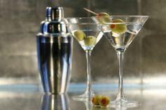 INSANE BAZAR CONSIGLIA TRE… COCKTAIL ESTIVI, Vodka Martini  http://insanebazar.com/2012/08/25/insane-bazar-consiglia-tre-cocktail-estivi/