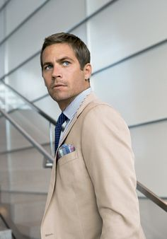 In an officescape defined by bland cubicles and by-the-book colleagues, you need to do more than just a good job to get noticed. You need to bring some life to your business wardrobe. Actor Paul Walker shows you how!