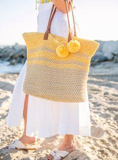 Los Angeles fashion blogger Sydne Summer showcases sixteen versatile Straw Bags Under $50. Shop the deals online!