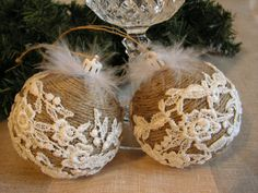 Handmade Rustic christmas ornaments wrapped arround with old rope, and decorated with lace. Rustic Christmas Ornaments, Handmade Christmas Decorations, Burlap Christmas, Christmas Sewing, Christmas Baubles, Christmas Crafts, Christmas Tree, Natal Diy, Making Ideas