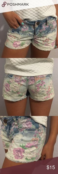 Floral printed shorts Pastel floral printed shorts, worn a couple of times. They are Tinseltown brand. Tilly's Shorts