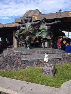 SquirtZ at ze airport by hula statue  #hawaii #llama #squirtz #followme #worldtravel #llamalucious #lovellamas #fluffyfriend #hula #statue #grassskirt