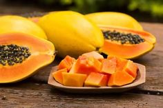 Papaya is not only a delicious edible fruit but also a powerhouse of various benefits for skin, hair and health. Let's examine more details about papaya calories and nutrition, and see how beneficial papaya is. Home Remedies For Gout, Skin Care Home Remedies, Gout Remedies, Papaya Benefits, Health Benefits, Papaya For Skin, Papaya Salat, Natural Antihistamine, Vegetarian Recipes